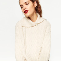 CABLE KNIT SWEATER DETAILS