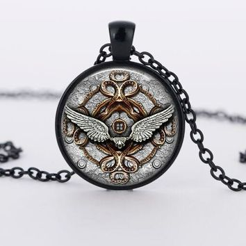 2017 New Classic Style Angel Wings Pendant Necklace Glass Rhinestone Necklaces Vintage Steampunk Jewelry High Quality Chain