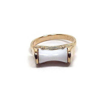 Vintage White Ring Sarah Coventry Modernist Retro 1970s 70s Lucite Plastic Gold Tone Adjustable Size