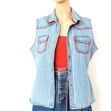 Wrangler denim shirt / size M / Snap front western sleeveless faded denim shirt / country western denim shirt / vest
