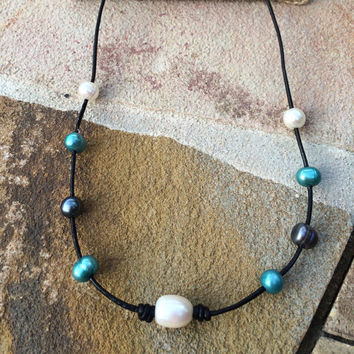 Pearl and Leather Necklace // Ombre Ocean Water Freshwater Pearl Necklace // Blue Peacock White Ombre Pearl Necklace // Pearlsonite