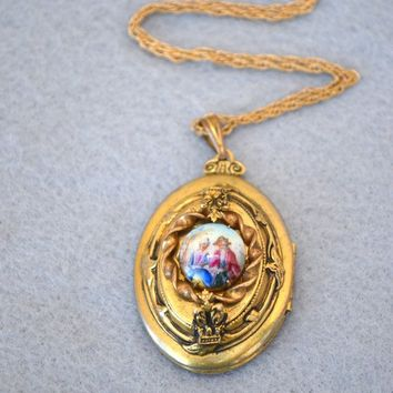 Victorian Revival Gold Tone Locket Vintage