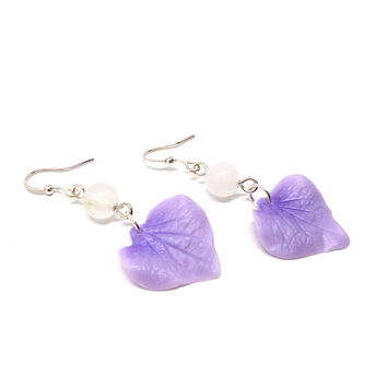 Violet hydrangea earrings, flower jewelry, violet  flower earrings, gemstone earrings, white snow jade