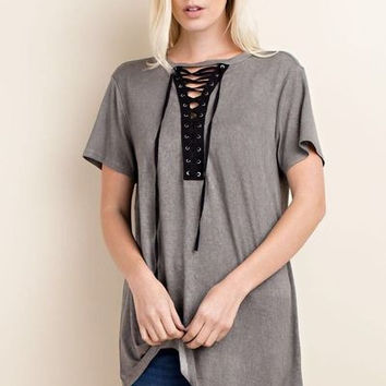 Pigment dyed short sleeve top w lace-up trim