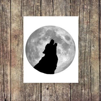 Wolf Howling At the Moon - Halloween Digital Print - Instant Download  - Digital Printable - Spooky Print - College Print - Decor