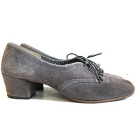 20% OFF SALE Vintage 70s gray suede leather oxfords. High heel oxfords. Fringed heel shoes. Librarian shoes.