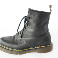 Vintage Black Leather Lace Up Doc Marten Ankle boots - 7