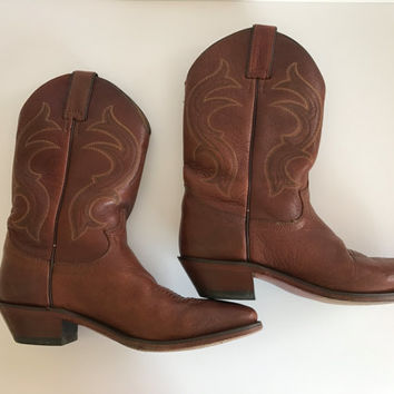 vintage Justin cowboy boots. western boots. size 8.5B womens