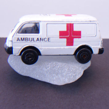 Maisto Toy Ambulance Ford Econovan European Style Car