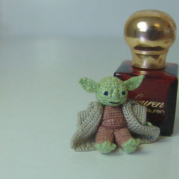 1 inch  Yoda of  Star Wars - Miniature crochet amigurumi doll