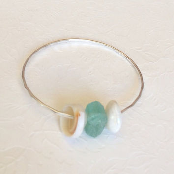 Beach glass and shell bangle - Puka shell bangle - Sea glass bangle - beach theme jewelry - bridesmaid gift. (B204)