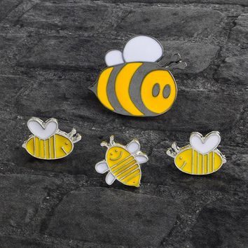 Trendy Cartoon Bee Pin Button Enamel Yellow Honeybee Animal Brooch for Mother Mom Kids Bag Denim Jacket Collar Pin Badge Jewelry Gift AT_94_13