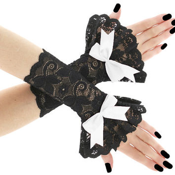 Short lace fingerless gloves, wrist warmers gothic burlesque goth vintage, womens evening gloves, black lace glove, victorian lolita 01855