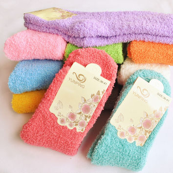 2015 new winter fashion coral velvet women socks Thickening in the warm socks Hosiery for candy color floor sleep towel socks