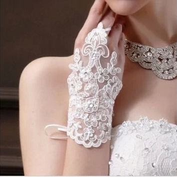 Promotion Top 2016 New Cheap Short Bridal Gloves In Stock Fingerless Lace Ivory short Bridal Gloves Wedding Accessories