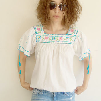 Vintage Mexican Ethnic Embroidered White Hippie Boho Shirt