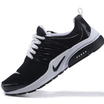 NIKE trend of running shoes casual shoes Black white