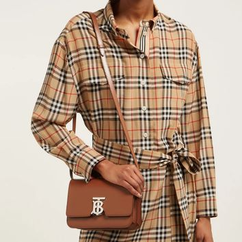 BURBERRY Take a Simple One-Shoulder Baggage Girl