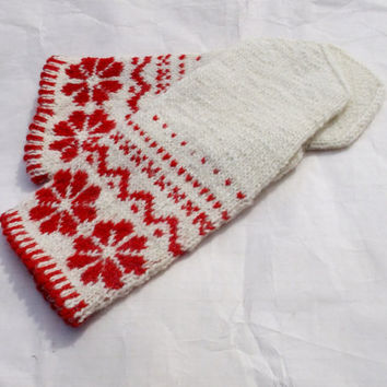 hand knitted wool mittens, knit red white wool mittens, latvian mittens, knitted speckled mittens, knit fire isle mittens, knit wool glove