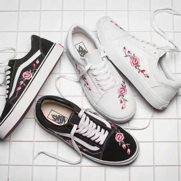 Vans Classics Old Skool Flowers Embroidery Black/White Sneaker