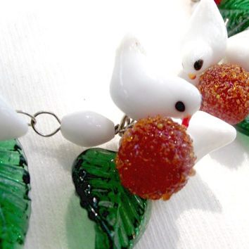 Xmas Snow birds necklace.Vintage jewelry. Murano glass bird necklace. Little glass birds, green leaves and sparkly red berries.