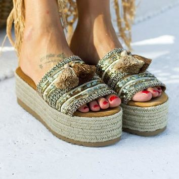 New thick-soled flat-bottomed hollow-out sandals for women