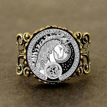 2017 New Black And White Unicorn Horse Art Pendant Jewelry Silver Glass Dome Round Ring