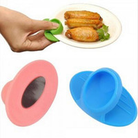 Mini Kitchen Dishes Plate Heat Insulated Finger Protector Glove Holder Clip oven gloves safety kitchen color Random