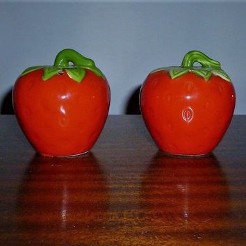 Vintage 1960s Strawberry Salt and Pepper Shakers / Retro Kitsch Pair of Bright Fruity Ceramic Shakers