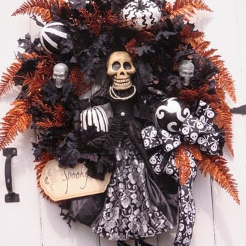 Halloween Skeleton, Halloween Wreath, Halloween Pumpkins, Halloween Door Wreath, Wreath Front Door, Halloween Decor, Hand Painted Pumpkins