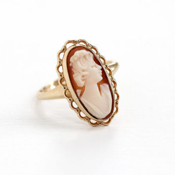 Vintage 10k Yellow Gold Cameo Ring - 1940s Size 6 Hallmarked PSCO Plainville Stock Co. Oval Scalloped Carved Shell Fine Jewelry