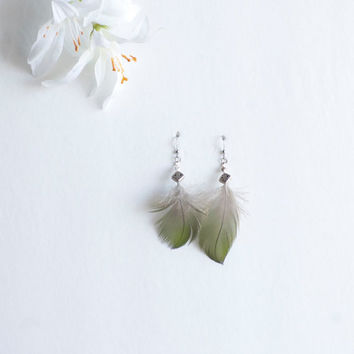 Feather Earrings with Irish Knot - Green - Grey - Boho Jewelry - Feather jewelry - Hippie Festival - Boho Fashion