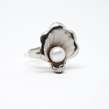 2-5185-g10 Sterling Silver Shell with Pearl Ring.