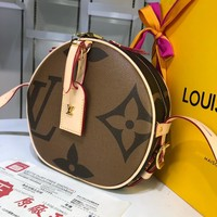 HCXX 1593 Louis Vuitton LV Nicolas Ghesquie Spell color large screen printing soft box cake bag