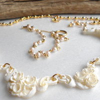 Vintage Featherlite necklace, sweet molded plastic & pearl white rose collar, bridal jewelry