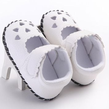 2017 Baby Leather Shoes Breathable Newborn Baby Girls Hearts Embroidered Shoes Toddler Soft Sole Shoes Sandals bebek ayakkabi