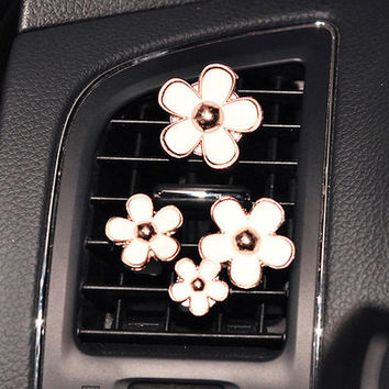 4pcs Daisy Set Handmade Car vent clip, car air freshener, car interior, car accessory, car fragrance in Pink and White Color