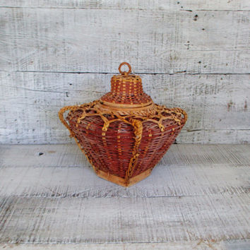 Basket Vintage Woven Lidded Basket Hand Woven Wicker Basket with Handles Vintage Storage Basket Round Decorative Basket Mid Century Basket