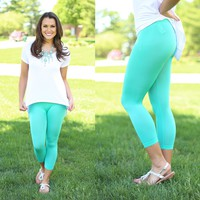 The Essential Capri Leggings in Mint