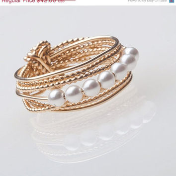 valentines sale Winter Trends, Valentines Day, Holiday Finds, Gold Pearl Ring, Wire Wrapped Gold Jewelry, Modern Pearl Ring, Handmade Jewelr