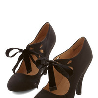 Vintage Inspired Tea on the Train Heel in Black