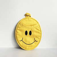 Pot Holder Mitt - Happy Smiley Face - Yellow and black. Neoprene Oven Mitt, Kitchen decor, cooking, baking, kitsch, housewarming Gift