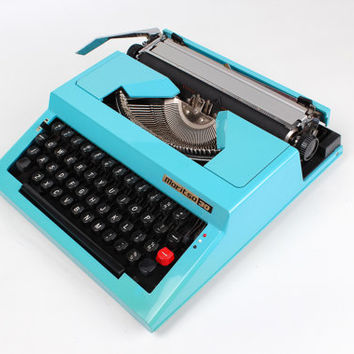 BLACK FRIDAY - FREE Shipping- Turquoise Maritsa 30 - Vintage - Portable Manual typewriter - with new ribbon