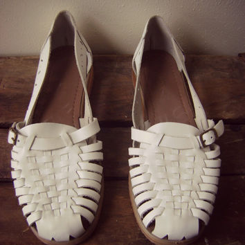 white 90s HUARACHE sandals vintage strappy slip on buckle shoes size 9 1/2 leather summer sandals hippie boho hipster woven flats 1990s shoe