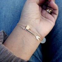 Gold arrow and heart bracelet  Delicate sideways arrow por shopLUCA