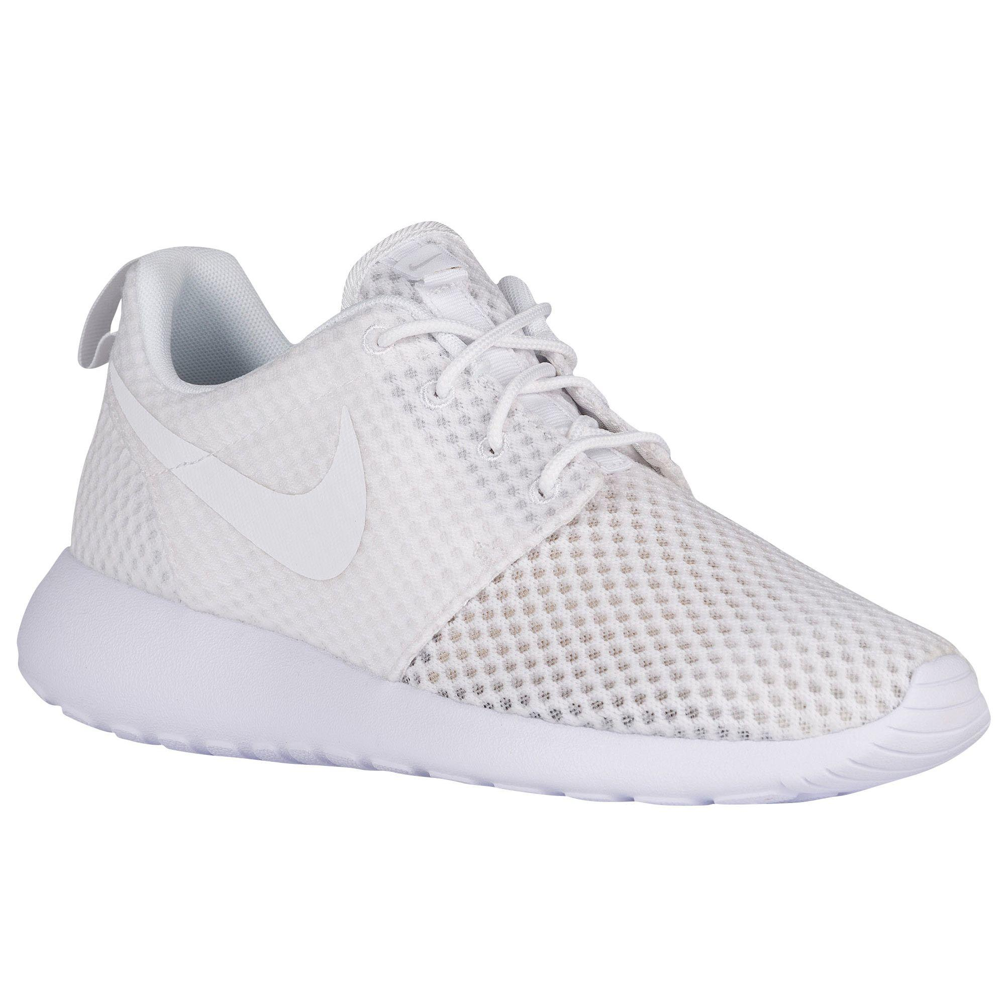 Everywhere you look, you can see guys rocking a pair of men's Roshe Ones. They're one of the most versatile shoes from Nike. Wear them with or without socks, dress them up or down — the Roshe One .