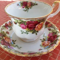Old Country Roses Royal Albert English Fine Bone China Vintage Teacup & Saucer Set - Antique Damask style rose pattern - burgundy, pink
