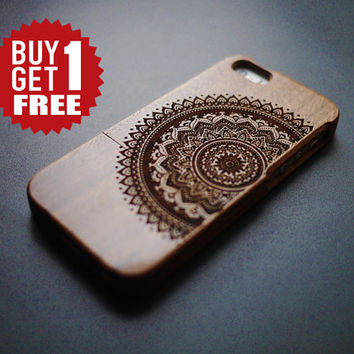 Floral Mandala Walnut Wood Case for iPhone 5 / 5s - Wooden iPhone 5 / 5s Case - iPhone 5 / 5s Case Wood - Wood iPhone 5 / 5s Case