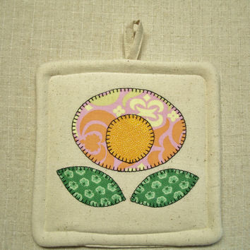 Pretty Posey Pot Holder, Applique Flower, Single Hot Pad, Insulated Trivet, For the Cook, For the Kitchen, Made in the USA