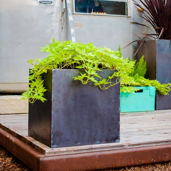 The Oakmont Steel Planters - Cube